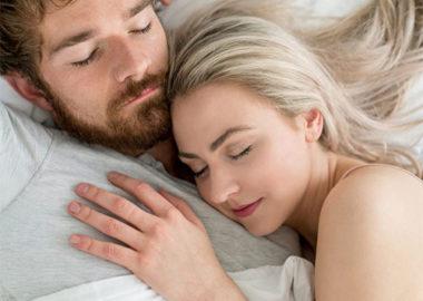 نحوه خوابیدن زوج ها و ارتباط آن با کیفیت روابط زناشویی