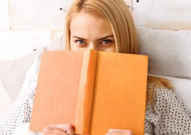 کتاب خواندن قبل خواب چرا باعث خستگی و خواب آلودگی می شود؟