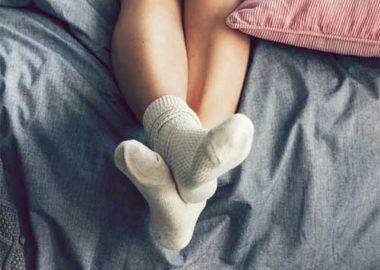 سندرم پاهای بی قرار چیست و چگونه خواب ما را خراب می کند ؟