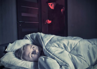 فلج خواب چیست و روش های مقابله موثر با آن کدام است؟