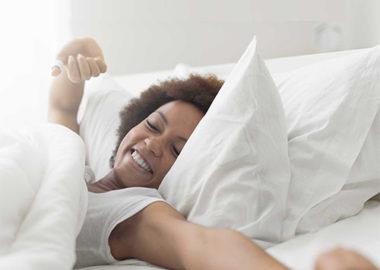بیدار شدن از خواب : چگونه می توانیم سحرخیزی را آسان تر کنیم؟