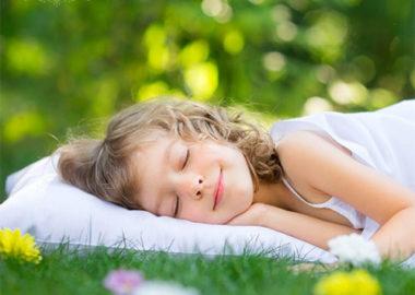 آب و هوا بر خواب ما چه تاثیری می گذارد و چگونه می توانیم آن را کنترل کنیم؟